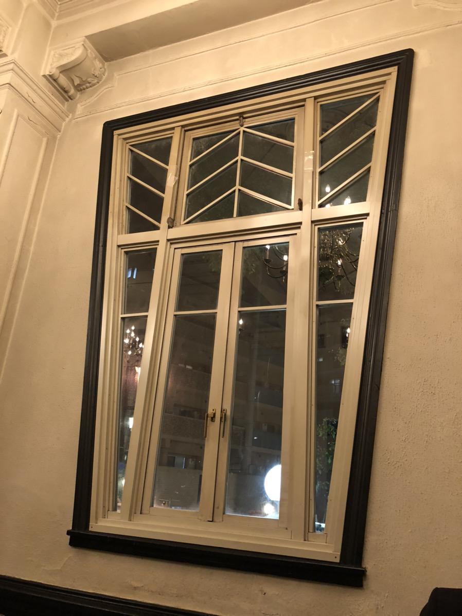 印象的なデザインの窓